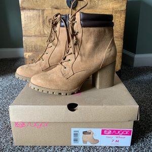 Timberland style heeled wheat boot